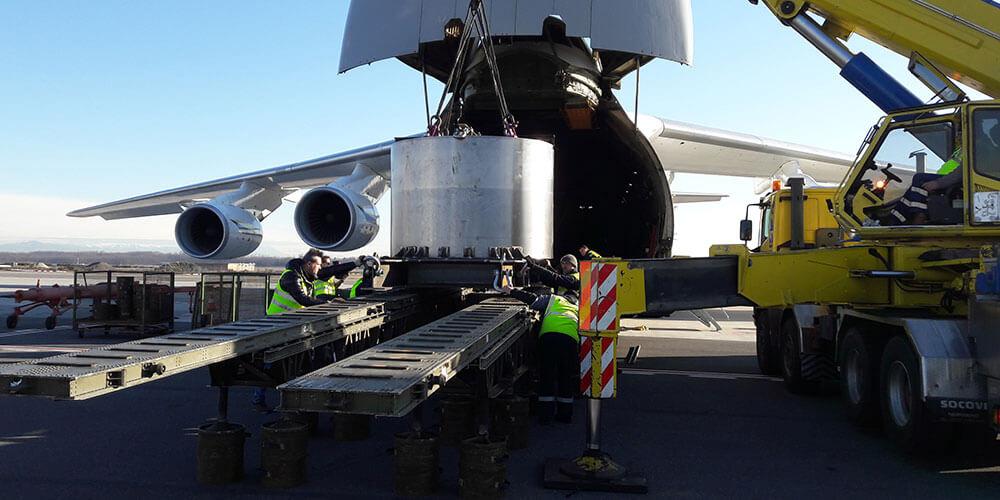 CAS Gruppe Flugzeug wird beladen