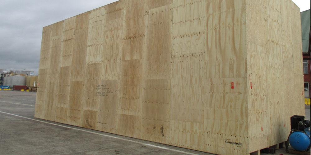 Conpack GmbH große Frachtkiste aus Holz.