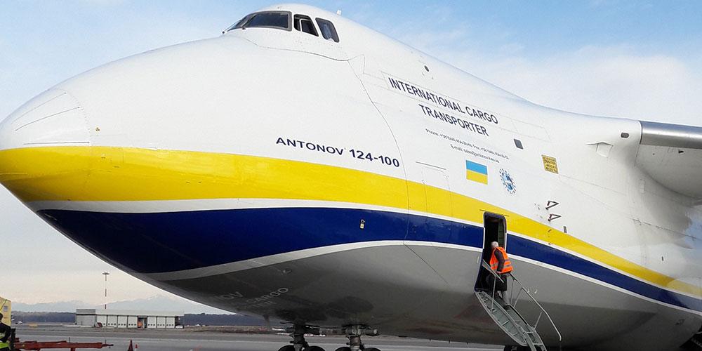 Contrans Logistik Transport mit dem Flugzeug in Köln.
