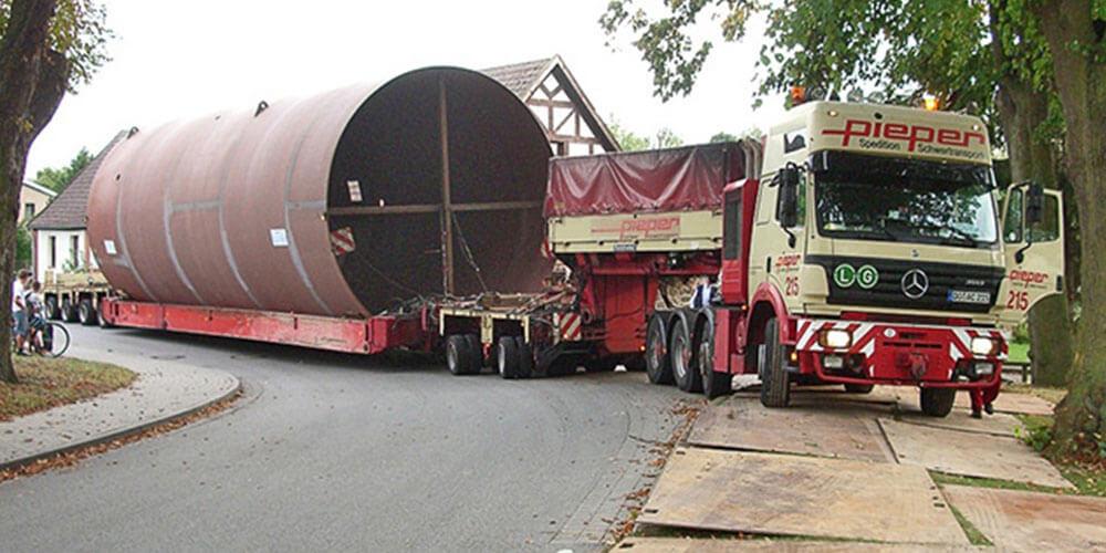 Die Pieper Schwerlast GmbH transportier schwere Waren von A nach B.