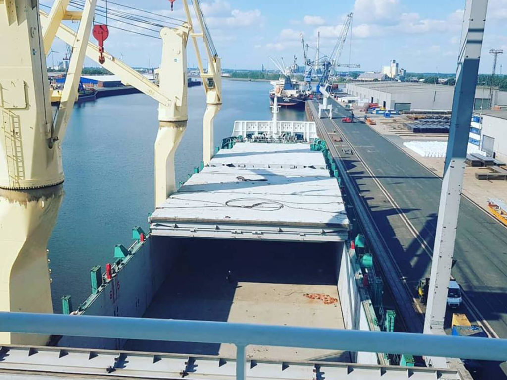 Überseetransporte per Containerschiff